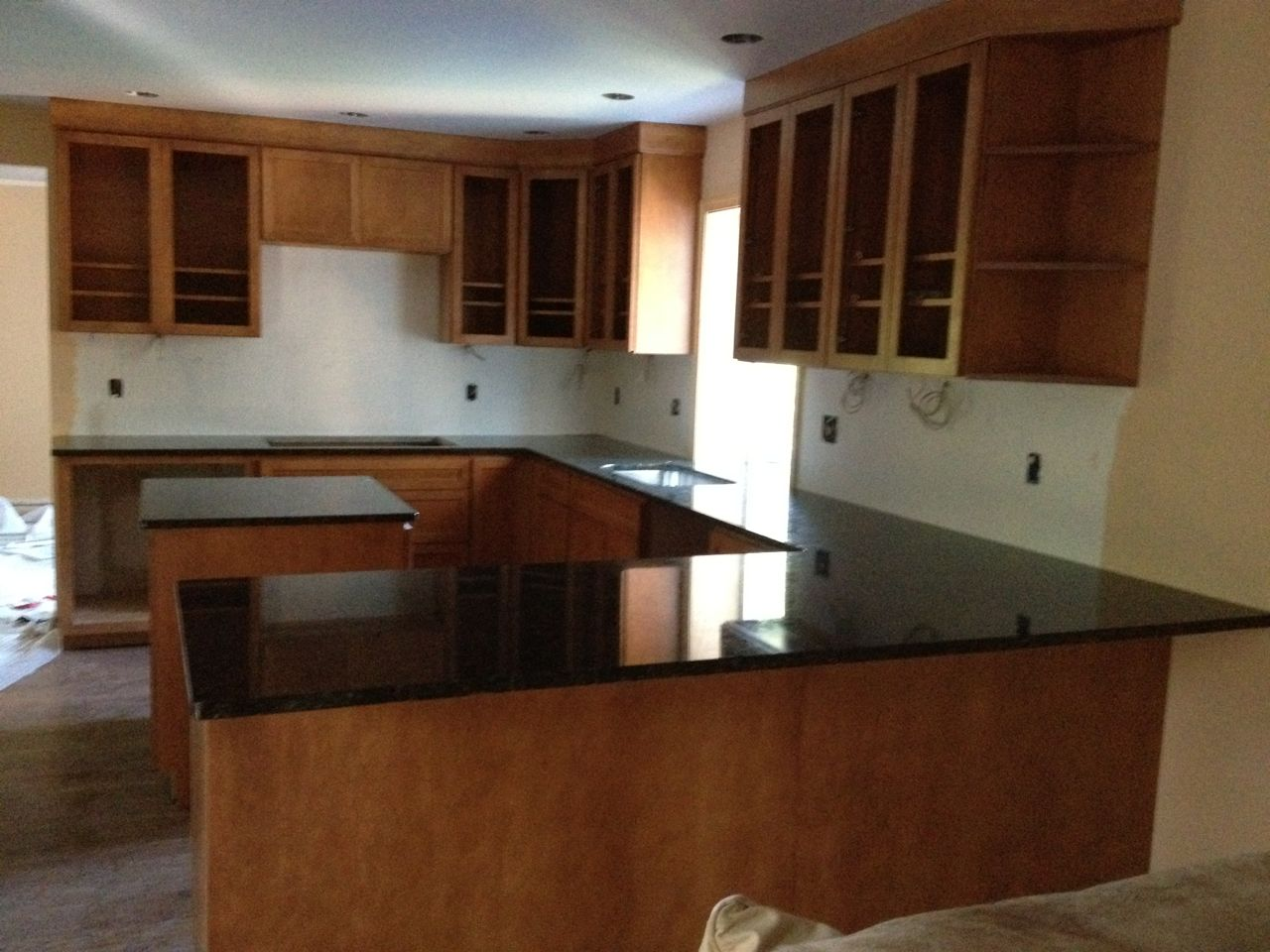 Average cost of new kitchen cabinets 100 cost to replace for Cost of new cabinets in small kitchen