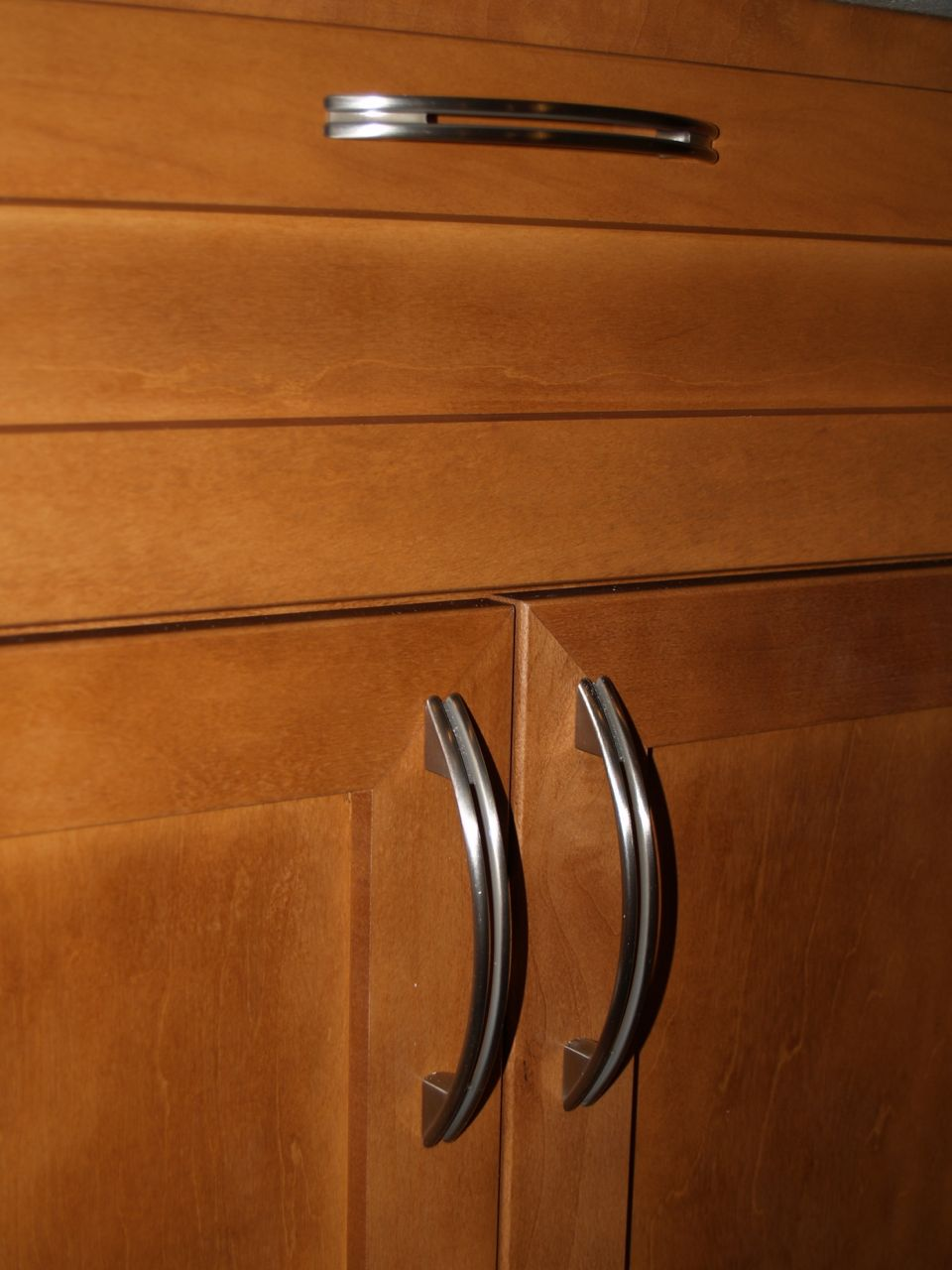 kitchen cabinets with handles