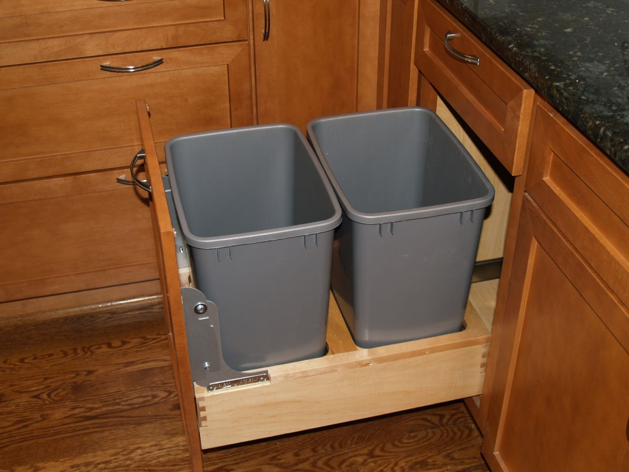 Kitchen Pull Out Trash Can And Recycling Bin Room Decorating Ideas