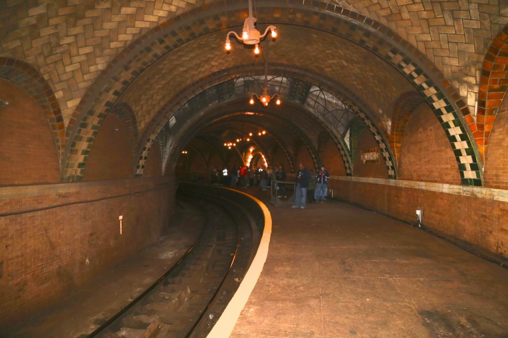 The platform. It is completely curved.