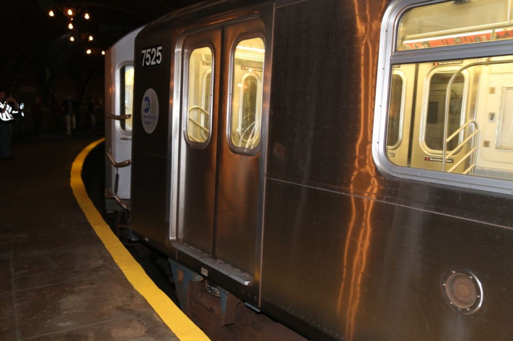 A #6 train passing through the station. A huge gap exists between the train and platform edge.