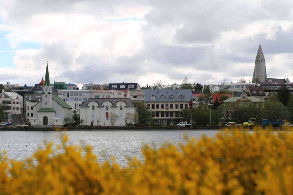 Tjörnin with views of Fríkirkjan and Hallgrimskirkja