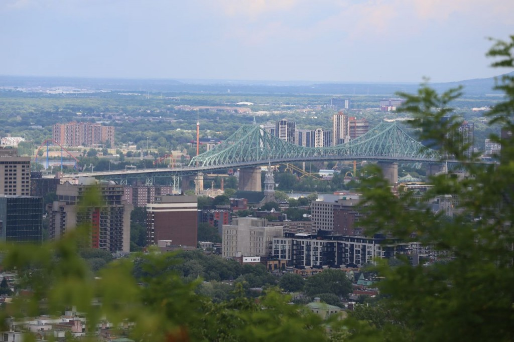 From Camillien-Houde lookout, a view of the Jacques Cartier Bridge (with zoom)