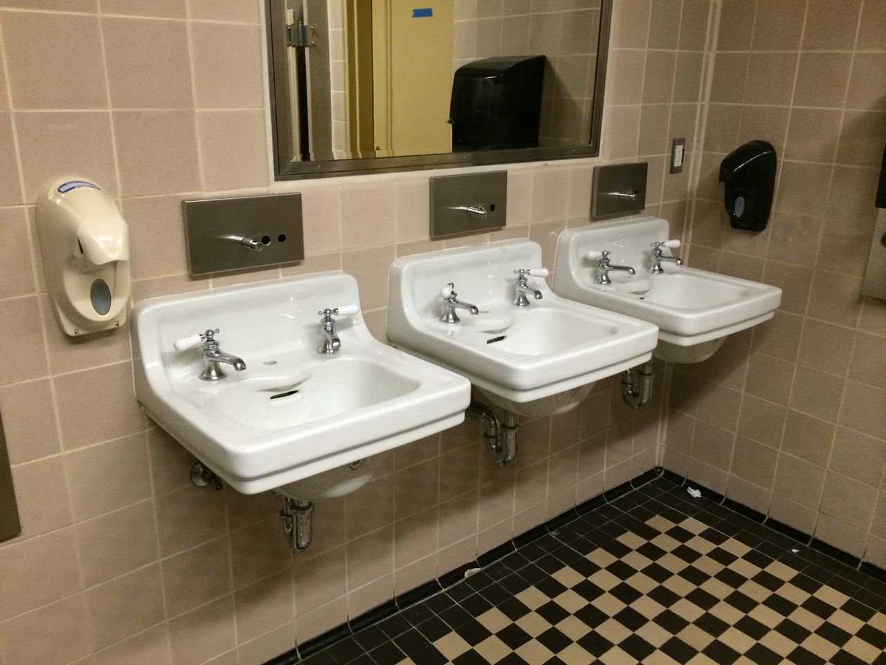 the sinks 3 sinks with separate hot and cold water faucets 2 working soap public bathroom sink t23 sink