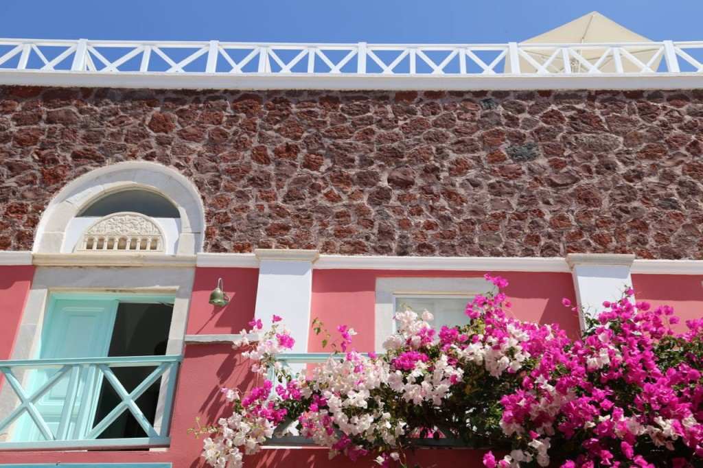 Pink house in Oia